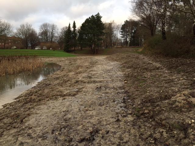 foto af Elverparken med bar jord og løst lejret jord, 27.12.15